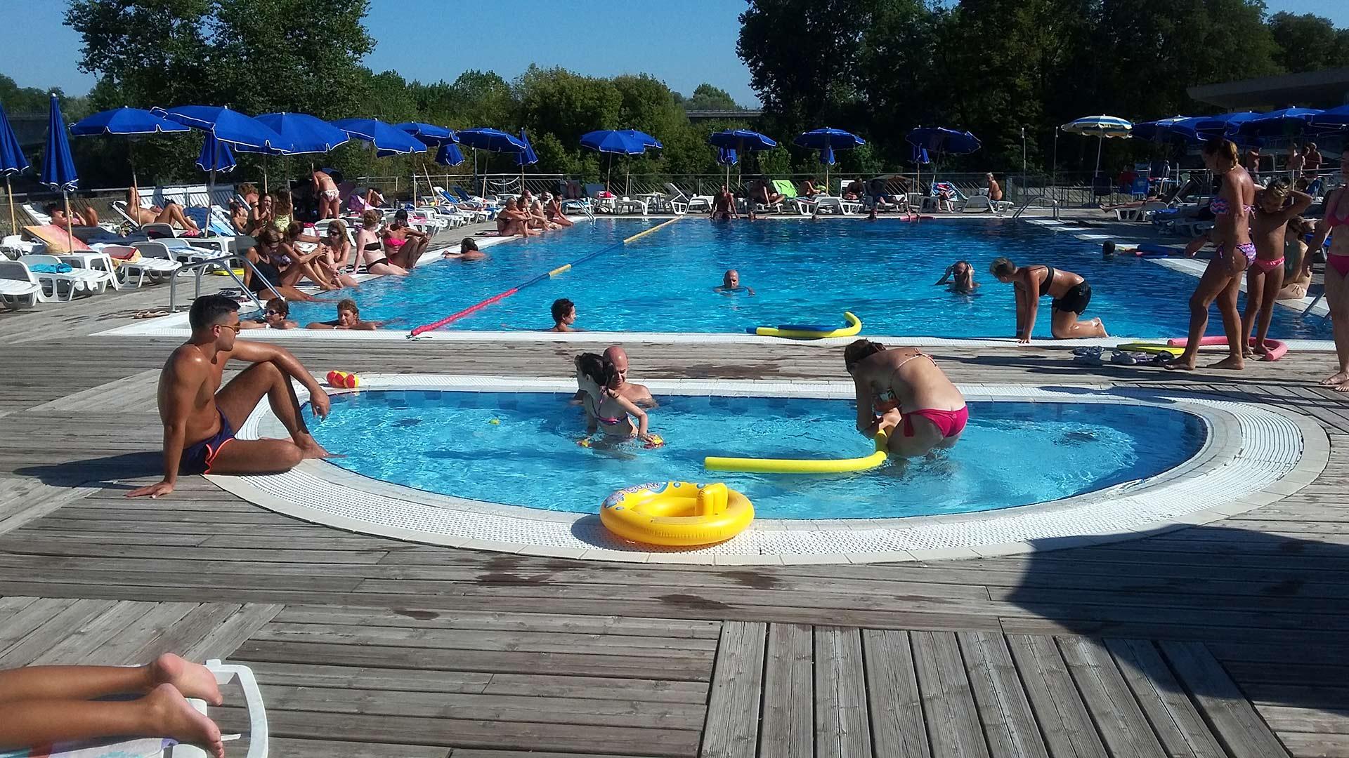 Estate al lido di pavia piscina e spiaggia attrezzata nel - Piscina di broni ...